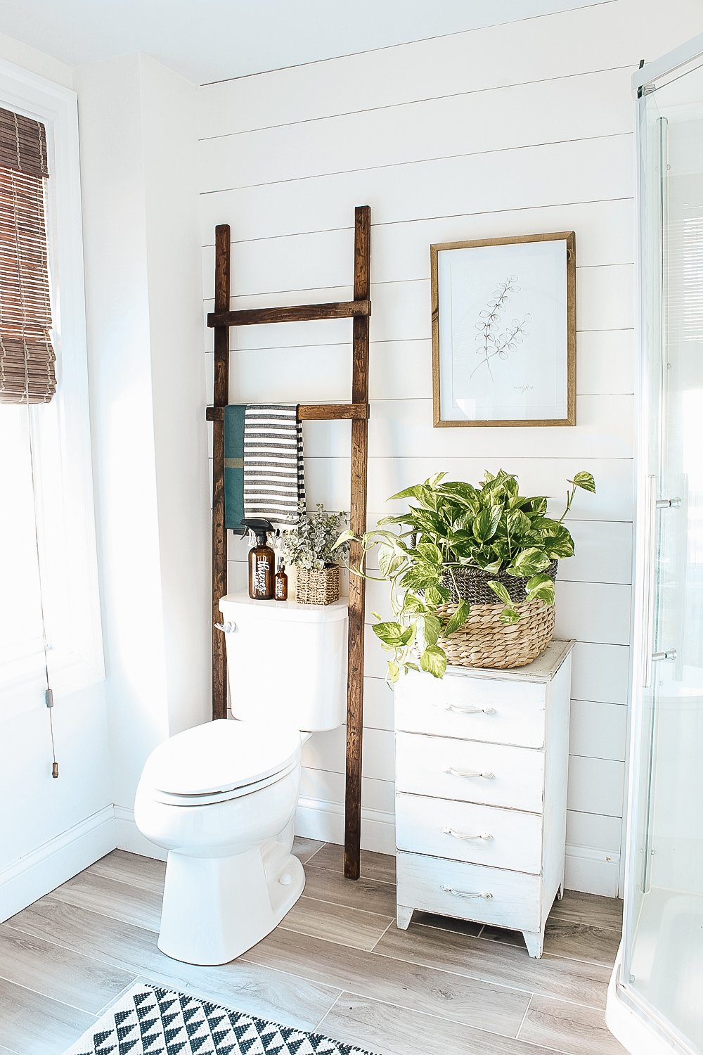 Easy and Inexpensive DIY Bathroom Storage Ladder | michealadianedesigns.com