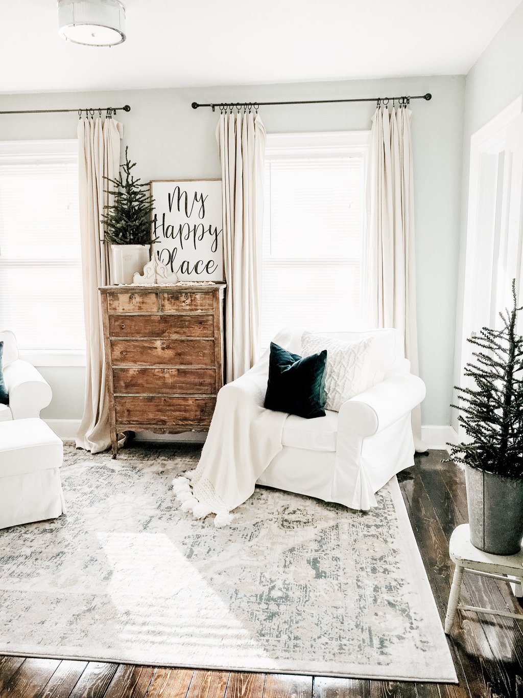 Simple Winter Living Room- How to Decorate After Christmas