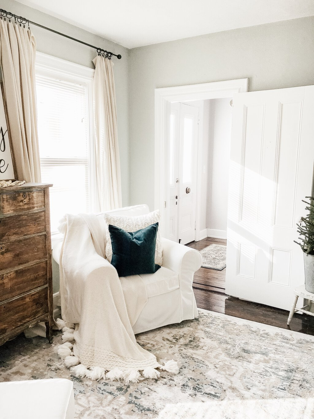 Simple Winter Living Room   How to Decorate After Christmas
